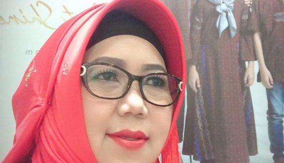 Dra Hj Ety Nur Rochaeni MPd Kepala SMAN 6 Kota Cirebon.