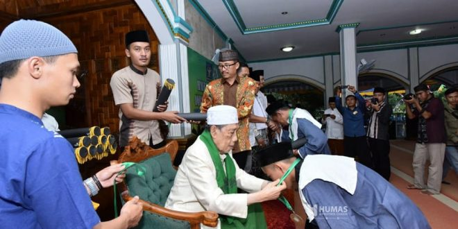 Saat penyerahan piagam penghargaan kepada santgri warga binaan peserta Hafilah Musyahadah Iqro.