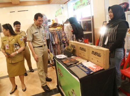 Pemerintah Provinsi (Pemprov) DKI Jakarta menggelar Pameran Produk Industri Kecil dan Menengah (IKM) Kreatif Tahun 2019 di Ruang Serbaguna, Gedung Blok G, Balai Kota DKI. (bjc)