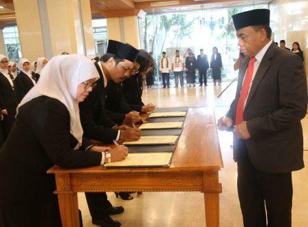 Sekretaris Daerah (Sekda) Provinsi DKI Jakarta H Saefullah melantik 333 pejabat fungsional yang bertugas di lingkungan Pemerintah Provinsi (Pemprov) DKI.