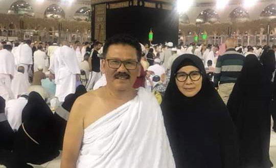 Ilham Bintang bersama isteri