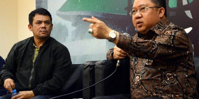 "ISU SARA DALAM PILPRES-Anggota Fraksi PPP MPR RI, Syaifullah Tamliha, (kanan) bersama Manager Riset dan Program The Indonesia Institute (TII), Yossa Nainggolan (kiri) Jumat (1/3-2019) sebagai pembicara dan memberi pemaparan pada Diskusi Empat Pilar MPR RI, tentang :"" ISU SARA dalam Pilpres Hancurkan kebhinekaan' yang diselenggarakan Pengurus Koordinatoriat Wartawan Parlemen bekerja sama dengan Biro Humas MPR RI di Gedung Parlemen Senayan Jakarta (edm)"
