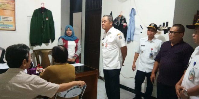 Wali Kota Jakarta Pusat Bayu Meghantara saat meninjau Rudin Camat Sawah Besar yang jadi satu dengan kantor lurah Mangga Dua Selatan, di Jalan Mangga Dua Dalam No1 RT01/12, Rabu (6/3).