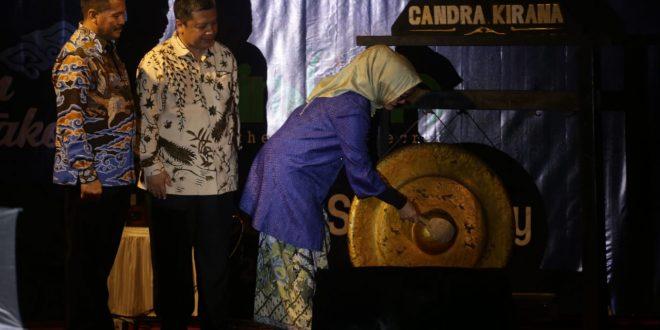 Pembukaan Cirebon Expose 2019 dan Cirebon Creative Fashion Carnival di depan Gedung BAT. foto mahmud
