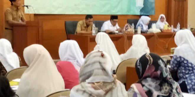 80 orang ketua dan anggota Majlis Taklim se-Jakarta Pusat mengikuti pelatihan keagamaan tingkat kota digelar Bagian Kesejahteraan Rakyat (Kesra) Jakarta Pusat di ruang pola kantor Wali Kota Jakarta Pusat, Senin (11/3). (kominfotik)