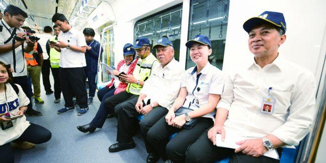 Mass Rapid Transit (MRT) sepanjang 16 Km dari Lebak Bulus ke Bunderan HI sejak kemarin sudah dimanfaatkan masyarakat. foto oto