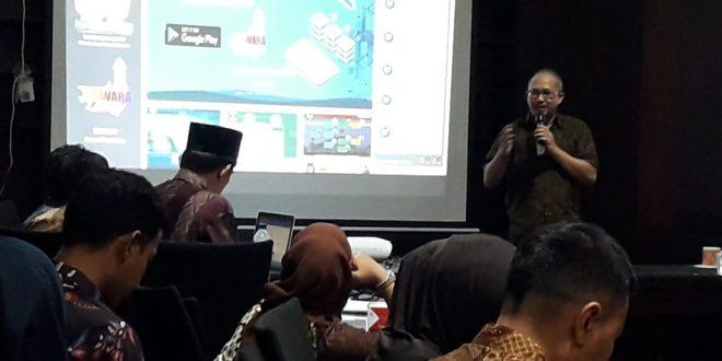 Kepala Dinas Komunikasi Informatika Statistik dan Persandian Provinsi Banten Komari pada pembukaan Sosialisasikan Penerapan Aplikasi Perkantoran dan Pengaduan Masyarakat, Kamis (29/3) di Serang.