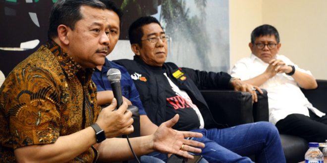 "-Anggota Fraksi NasDem MPR RI, Taufiqulhadi (kanan) . Anggota Fraksi PDIP MPR RI, Henry Yosodiningrat (kedua kanan) dan Mantan Kabag Humas BNN, Kombes Pol Sulistiandriatmoko, (kiri) Jumat (8/3) sebagai pembicara dan memberika pemaparan pada diskusi Empat Pilar MPR RI membahas tentang :"" 'Narkoba dan Kehancuran Kedaulatan NKR"" di Gedung Parlemen Senayan Jakarta (Edm)"