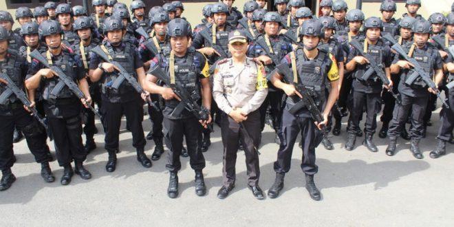Jajaran Kepolisian Daerah Sulawesi Selatan menerjunkan 100 personel BKO dari Satuan Brimob Polda Sulawesi Selatan guna mengamankan jalannya Pemilihan Presiden 17 April 2019 mendatang.