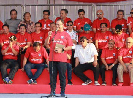 Gubernur DKI Jakarta Anies Baswedan melakukan pembangunan Jakarta International Stadium di Tanjung Priok, Jakarta Utara yang menampung 800 mobil dan 100 bus. foto bjc