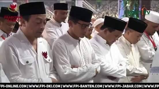 Prabowo dan Sandi nampak khusuk Shalat Subuh