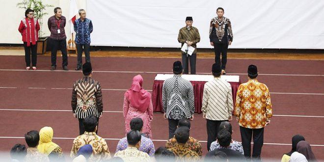 Komisi Pemberantasan Korupsi (KPK), Jumat (29/3), mengisi kekosongan jabatan yang sebelumnya diisi oleh pelaksana tugas (Plt) dengan melantik lima pegawai struktural. Pelantikan berlangsung di Gedung Merah Putih KPK, Jakarta.
