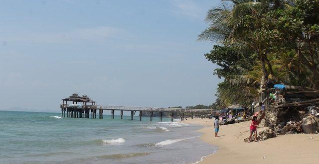 Pantai-pantai di Anyer bisa menjadi pilihan pas untuk menghabiskan waktu liburan