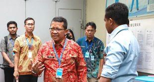 Kedatangan Heni Yuwono disambut oleh Kepala Biro Umum KPK Yonathan Demme Tangdilintin dan Plt. Kepala Rutan KPK Komang Krismawati.