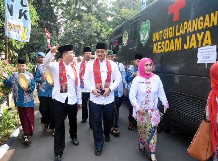Wali Kota Jakarta Timur Muhammad Anwar membuka pelayanan Keluarga Berencana (KB) melalui manunggal KB Kesehatan di kantor Kecamatan Cipayung, Jumat (21/6)