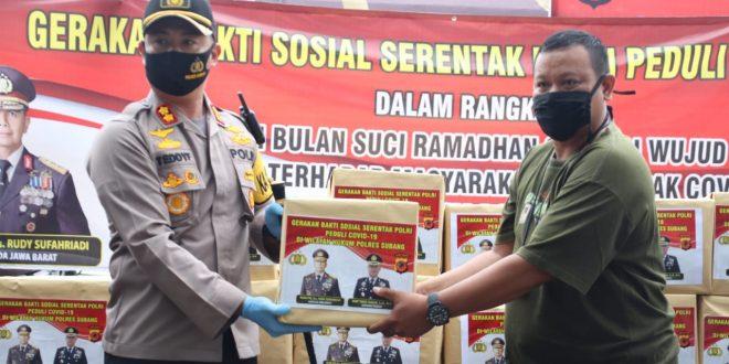 penyerahan secara simbolis bantuan dari Polres Subang ke Jurnalis Subang