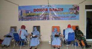 Anggota TNI AU di Kalijati Subang saat melaksanakan donor darah dalam rangka menyambut Hari Bakti TNI AU ke-73.